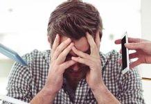 Man gestrest op het werk